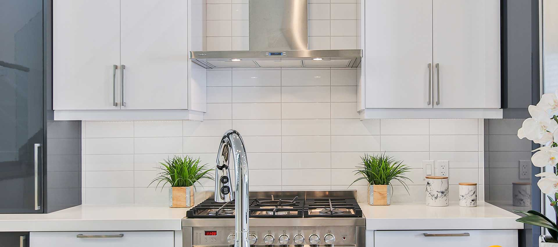 Under Cabinet Range Hood for your Kitchen in Pakistan